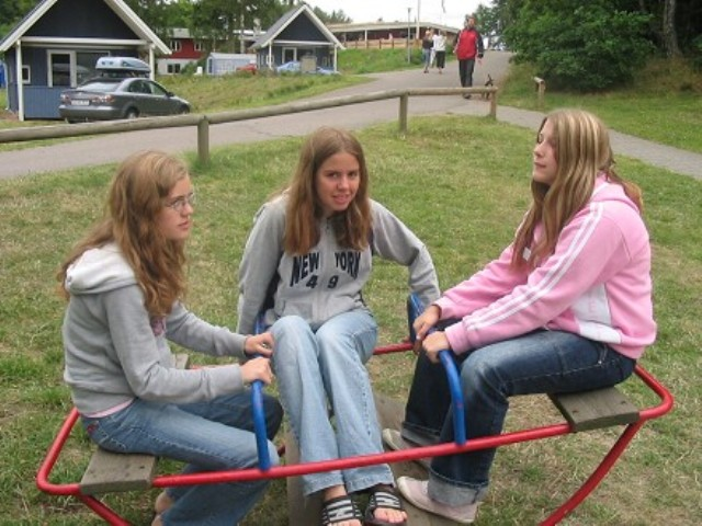 "Eva, me and Malene on a SICK ""swing""... MY ""seat"" was sickest!!!"